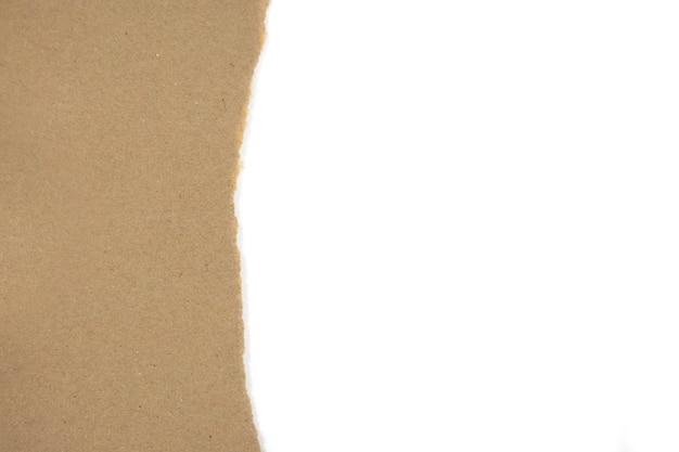 Papel de pacote marrom na mesa branca