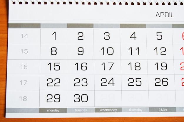 Papel de parede calendário com mês de abril, feriado 1 de abril - dia da mentira