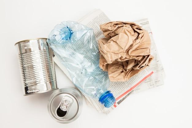 Papel de plástico e resíduos metálicos