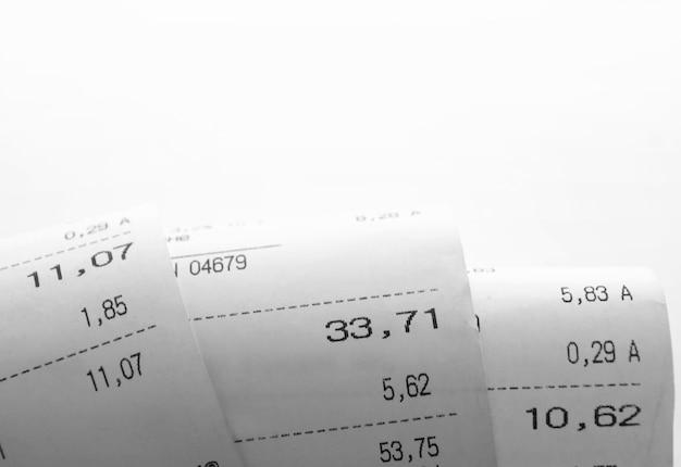 Papel de recibo, descrição das compras em um espaço em branco e cópia