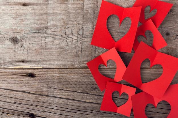 Papel dia dos namorados corações em madeira