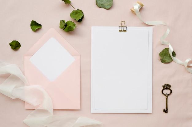 Papel em branco com envelope