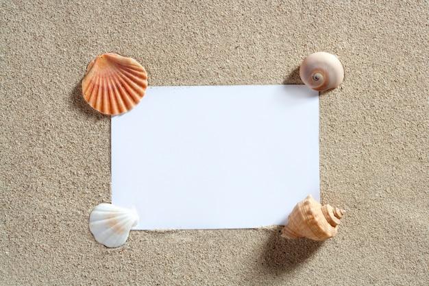 Papel em branco cópia espaço verão praia areia férias