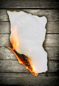 Papel em chamas