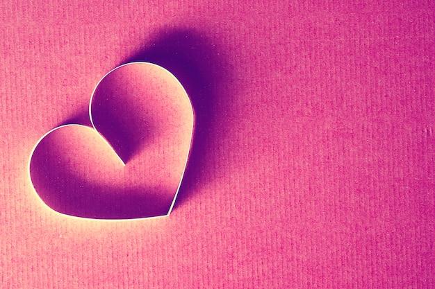 Papel em forma de coração vermelho
