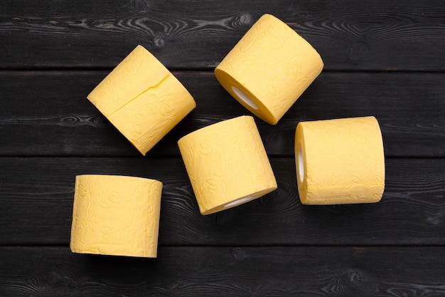 Papel higiênico amarelo