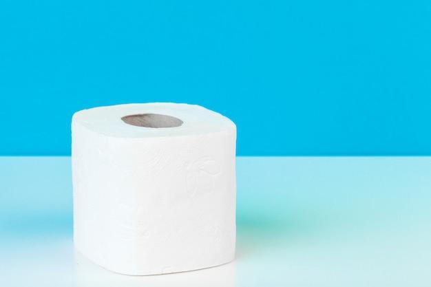 Papel higiênico. produto do conceito de limpeza