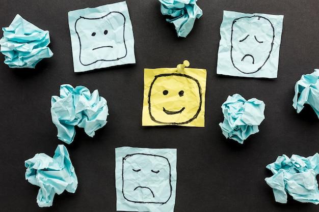Papel motolite e desenho de emoji