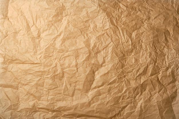 Papel pergaminho marrom amassado