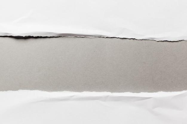 Papel rasgado branco