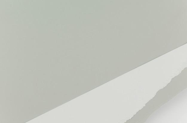 Papel rasgado cinza com espaço de cópia