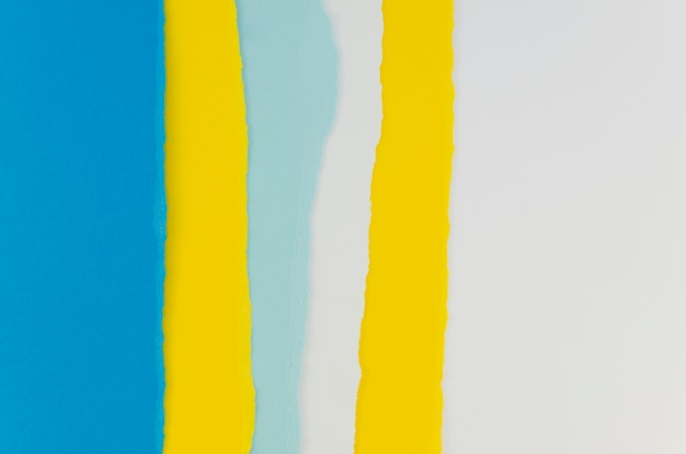 Papel rasgado em tons de amarelo e azul
