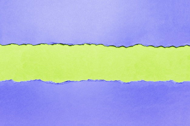 Papel texturizado azul rasgado natural em verde.