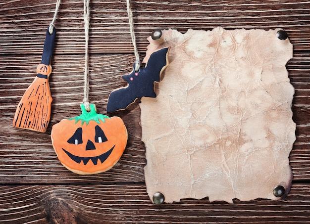 Papel velho para parabéns com halloween e biscoitos caseiros