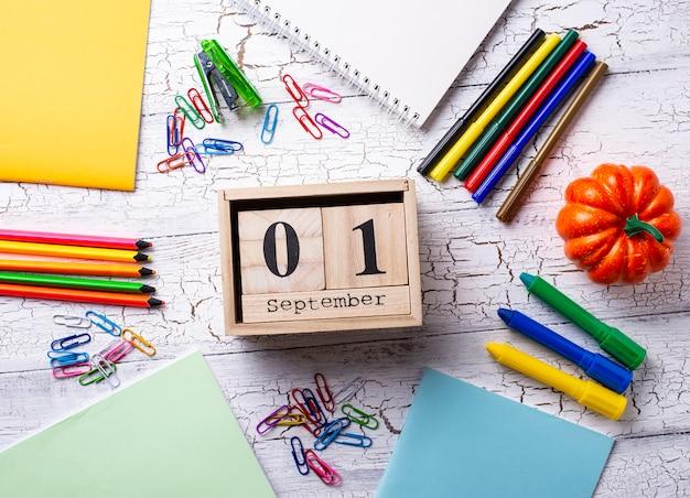 Papelaria colorida diferente para estudante