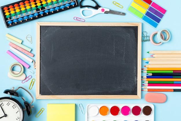 Papelaria escolar mock up quadro-negro