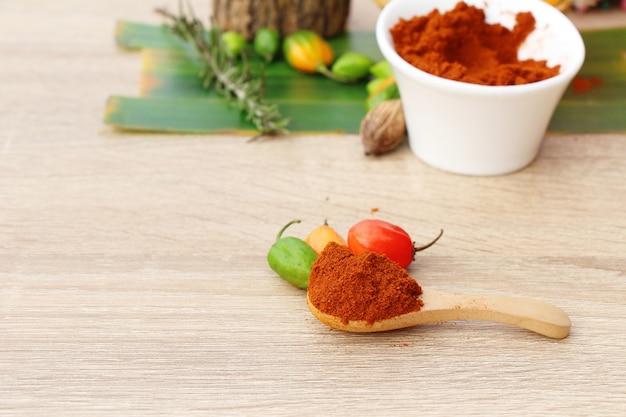 Paprika em pó picante vermelho e malagueta