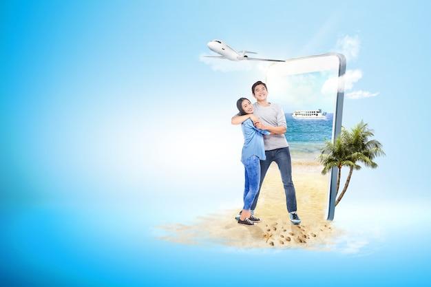 Par asiático, abraçando, praia
