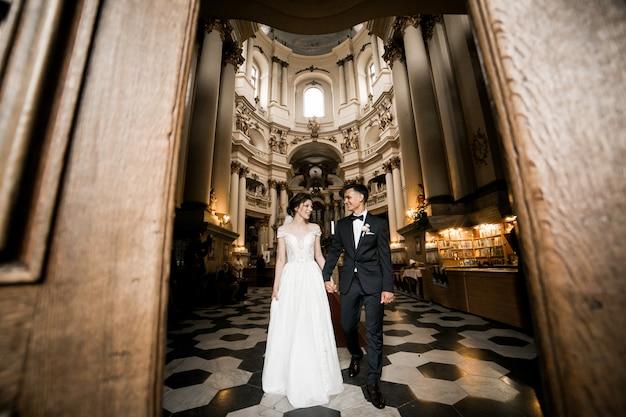 Par casando, em, igreja