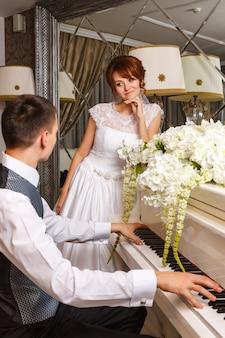 Par casando, tocando, ligado, um, piano