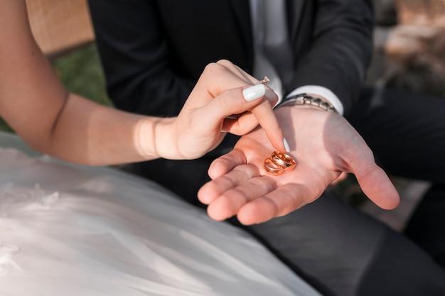 Par, com, anéis casamento