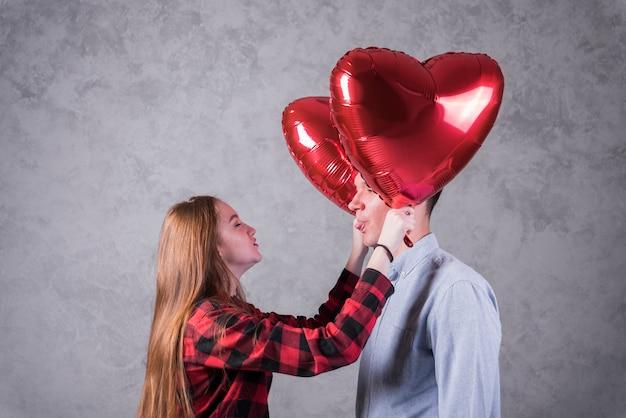 Par, com, balões, em, forma coração