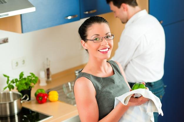 Par, cozinhar, junto, em, cozinha