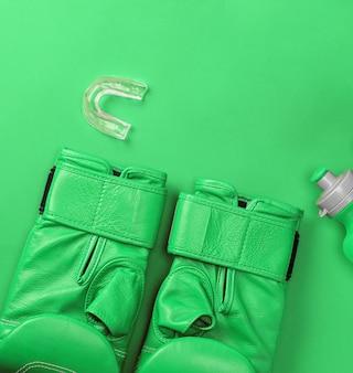 Par de luvas de boxe de couro verde