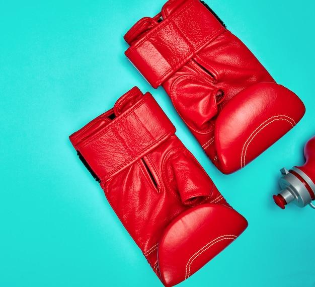 Par de luvas de boxe de couro vermelho