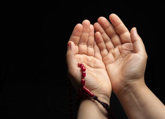 Par de mãos rezando