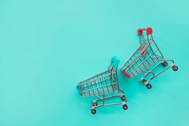 Par de miniaturas de carrinho de compras