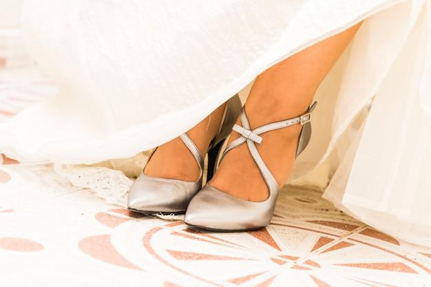 Par de sapatos brancos de casamento para mulheres