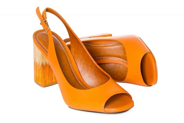 Par de sapatos de couro de salto alto moda feminina com perfil de vista lateral