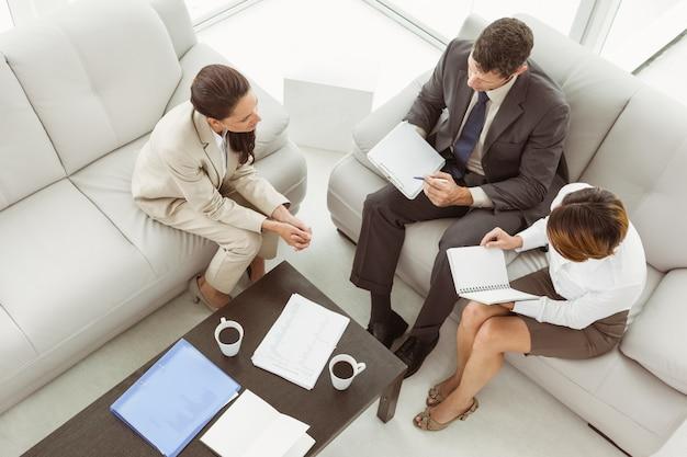 Par, em, reunião, com, consultor financeiro, casa