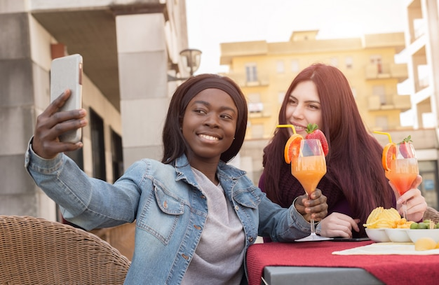 Par, estudante, fazendo, selfie