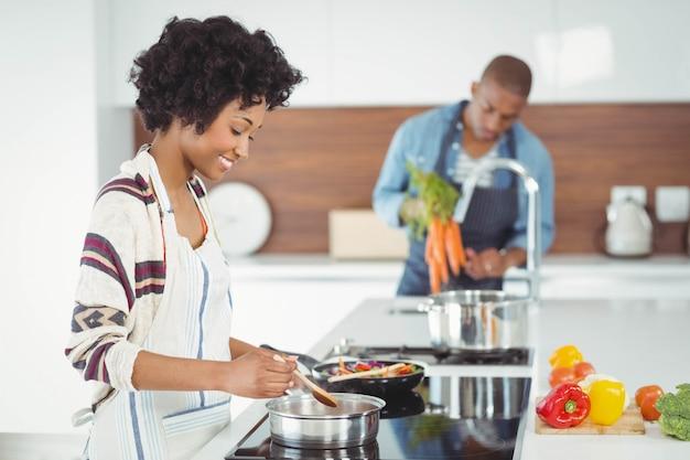 Par feliz, preparar, refeição, cozinha