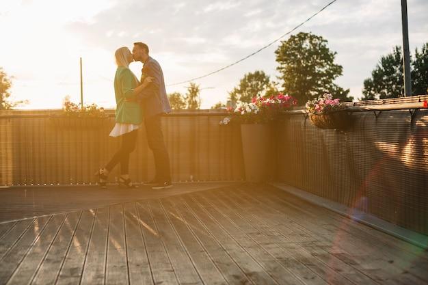 Par, ficar, telhado, beijando, outro