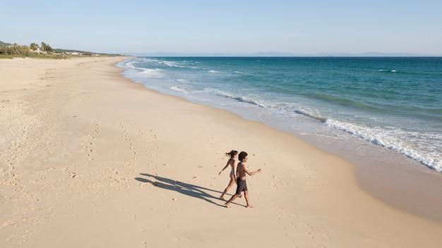 Par, indo, espuma, ondas, ao longo, litoral