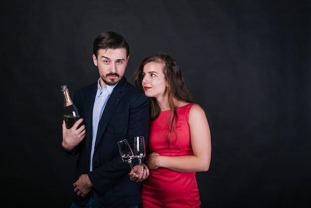 Par jovem, com, champanhe, em, partido