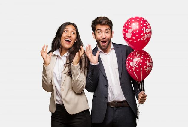 Par jovem, em, dia dos namorados, celebrando, um, vitória, ou, sucesso