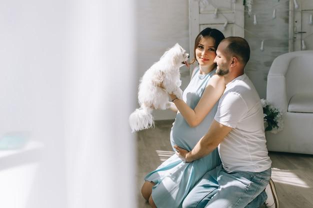 Par jovem, esperando, bebê, ficar, junto, dentro