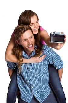 Par, levando, selfie, com, câmera digital
