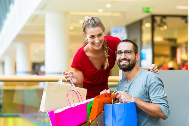 Par, shopping, shopping, sacolas, sentando, descanso