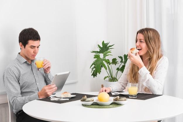 Par, tendo, café manhã tabela