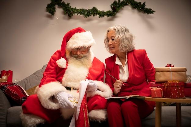 Par velho, comemorando natal