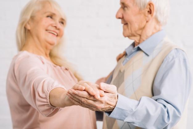 Par velho, dançar, em, cozinha