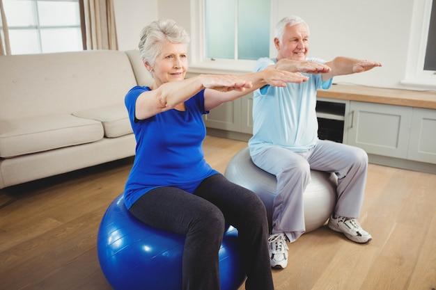 Par velho, exercitar, ligado, exercite-se bola, casa