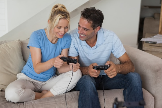 Par, videogame jogando, em, sala de estar