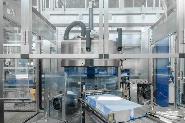 Para a produção de garrafas de plástico e garrafas em uma fábrica de correias transportadoras