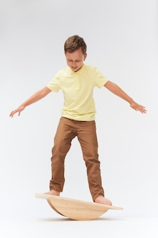 Para manter a balança em pé na esteira. treinamento do aparelho vestibular. equilíbrio equilíbrio exercício